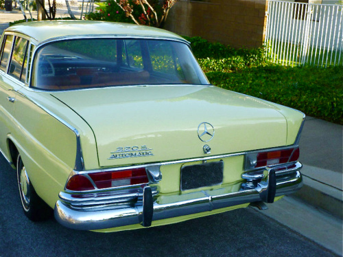 220S, 1965, rear from ls - www.benz-books.com
