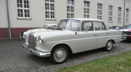 mercedes 190 fintail the workhorse of the 1960s. Black Bedroom Furniture Sets. Home Design Ideas