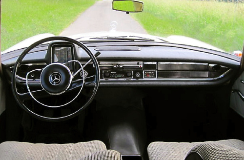 Mercedes 190, dashboard, Mercedes 190 Diesel, Mercedes 190 fintail