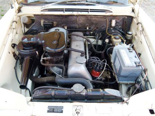 Mercedes W111, Mercedes-Benz museum, Mercedes fintail, mercedes s-class